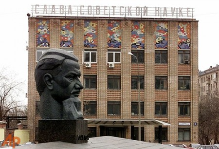 Glory to Soviet science! The Kurchatov Institute at the heart of Russia's nanotechnology program.