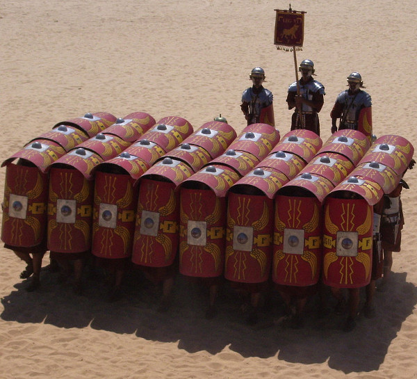 1280px-Testudo_formation