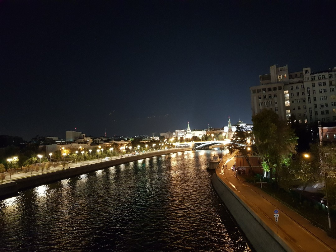moscow-night-river